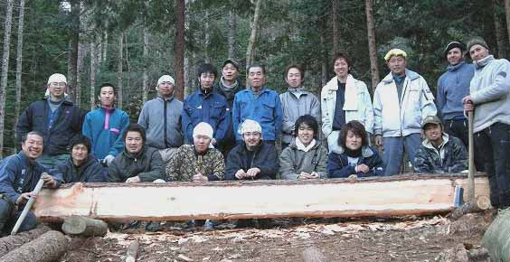 Amemiya San (far left) and Hannes (far right) with a team of Japanese carpenters on site November 2008